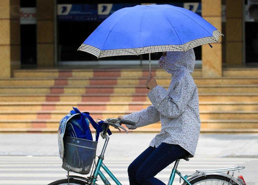 I Hanoi' s gater er dette er veldig vanlig syn. Der skyr mange sola som pesten.