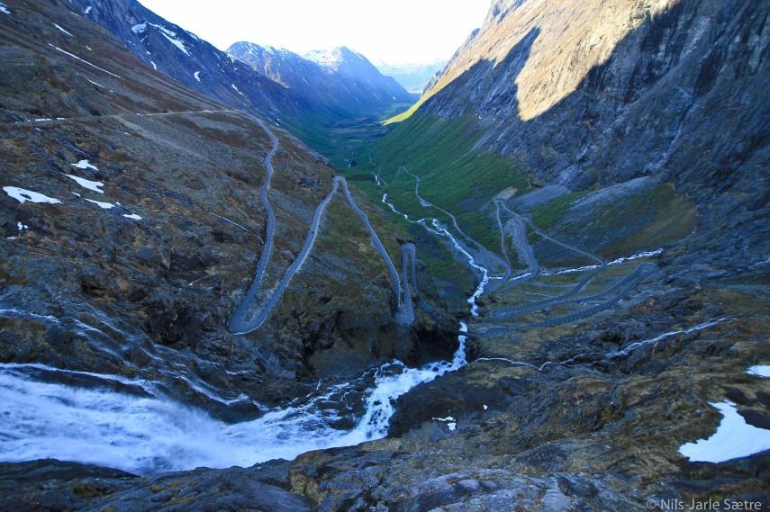 Trollstigen i all sin prakt, dessverre var vi der sent på kvelden så selve veien ligger i skyggen.