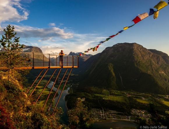 Det er lett å nyte den vakre utsikten fra Rampestreken.