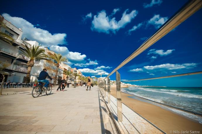 Strandpromenaden i Sitges, 35 kilometer sørvest for Barcelona.