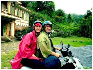 Moped er ypperlig selv i dårlig vær. Vi er på tur i Sapa i Vietnam.