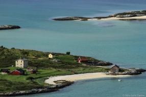 Denne eiendomen ligger svært så idyllisk til på Lille Sommerøya.
