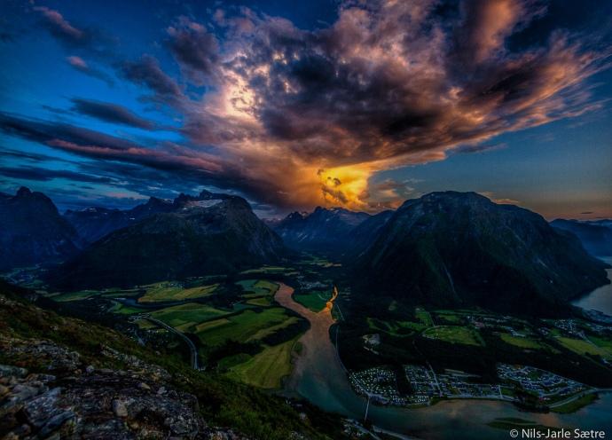 Romsdalen like før kl 23 en sommernatt i august.
