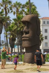 Hvem vet hvorfor disse statuene er satt opp nettopp her...