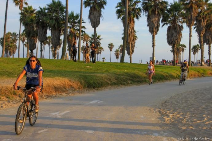Det er flott tilrettelagt for de som vil aktive langs stranden.