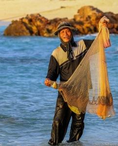 Denne karen fisket like nedfor villaen. Litt mager fangst, men han var likevel godt fornøyd.